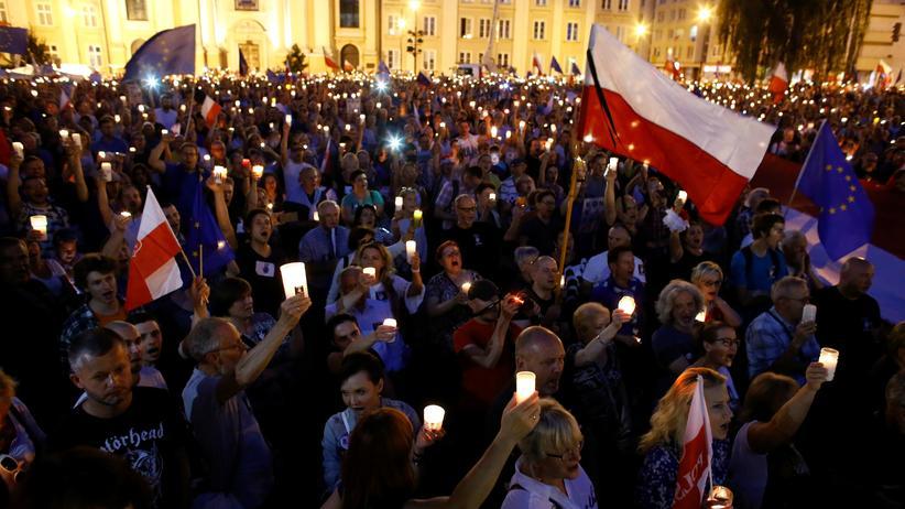 Tausende Polen demonstrierten gegen die Justizreform.