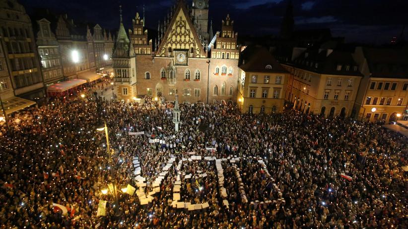 Tausende Polen demonstrieren gegen die Justizreform.
