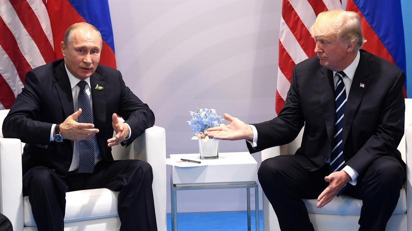 """Donald Trump: Trump-Wähler halten Russlandaffäre für """"Fake News"""""""
