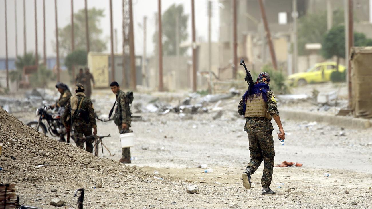 Syrien-Rebellen-durchbrechen-Stadtmauer-von-Rakka