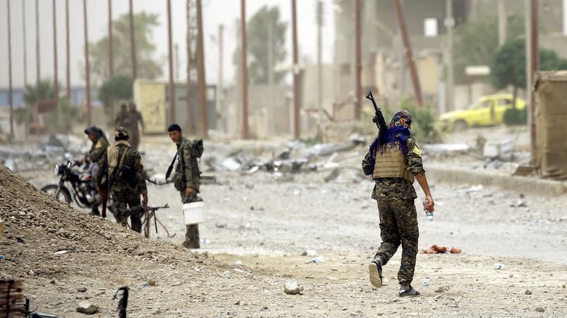 Rebellen durchbrechen Stadtmauer von Rakka