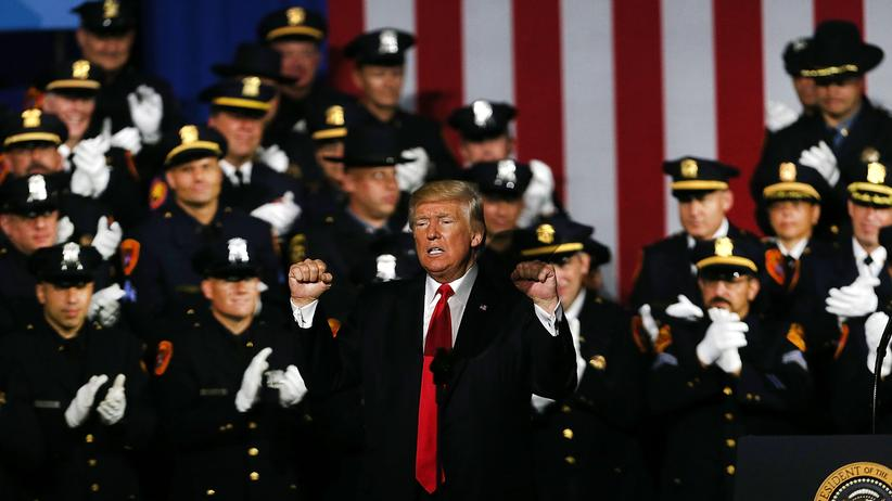Donald Trump bei seiner Rede vor Polizisten in Long Island