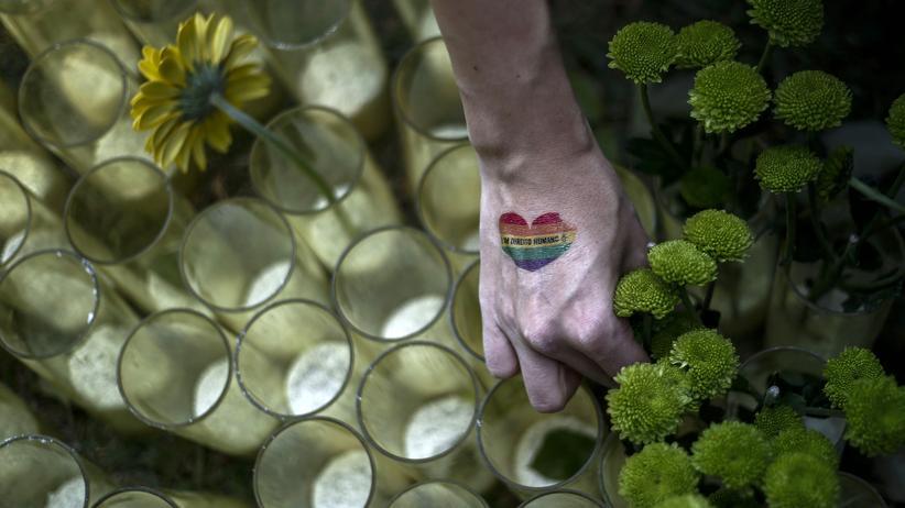 Tschetschenien: Blumen und Kerzen für getötete Homosexuelle (Archiv)