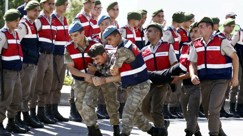 Türkei: Erneut mehr als 7.000 Staatsbedienstete suspendiert