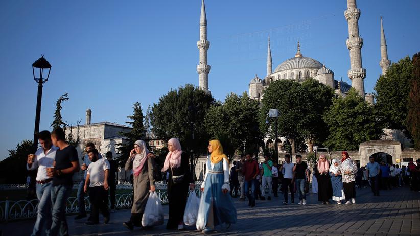 Recep Tayyip Erdoğan: Besucher verlassen die Blaue Moschee in Istabul