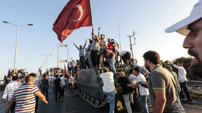 Türkei : Ein Jahr Entdemokratisierung