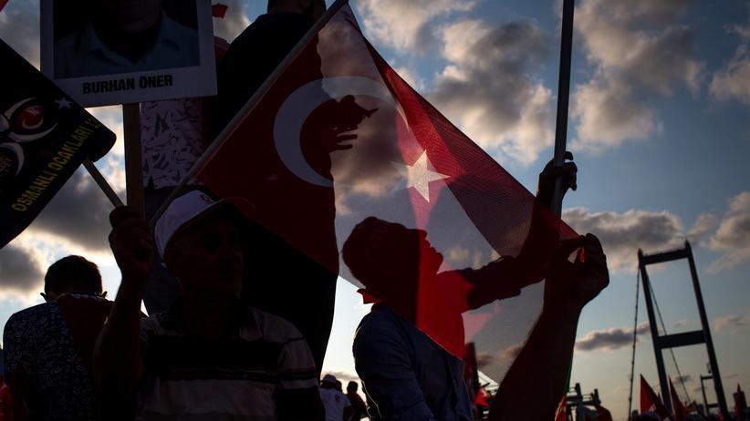 Türkei: Türken feiern den verhinderten Putsch am ersten Jahrestag.
