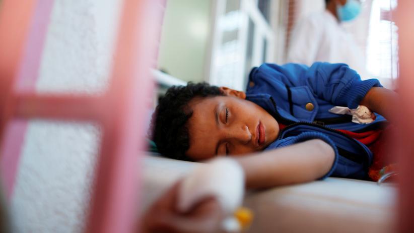 Jemen: Ein an Cholera erkrankter Junge in einem Behandlungszentrum in Sanaa