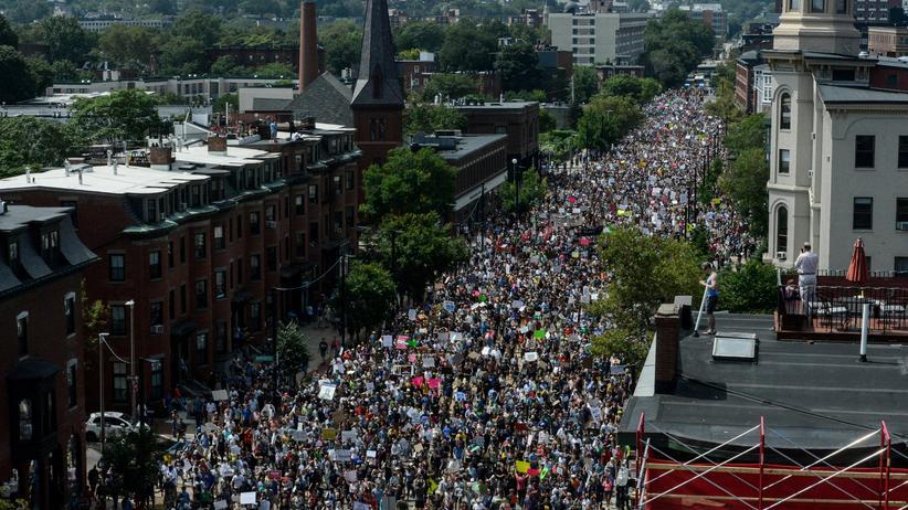 Boston: Zehntausende Demonstranten in Boston protestieren gegen Rassismus.