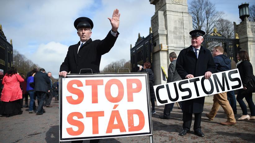 """Brexit: Protest in Nordirlands Hauptstadt Belfast gegen eine """"harte Grenze"""" zwischen EU-Mitglied Irland und dem britischen Landesteil Nordirland"""
