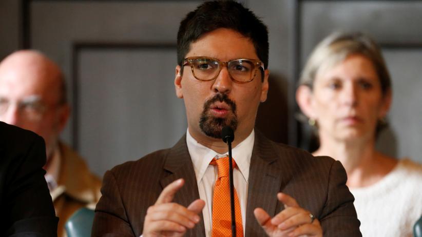 Der Vize-Präsident des Parlaments, Freddy Guevara, fordert die Abgeordneten zum Widerstand auf.