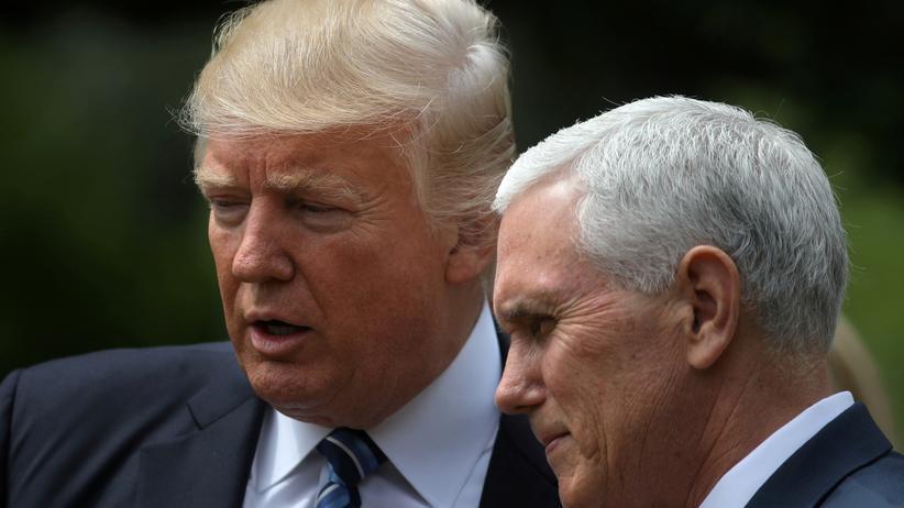 Sägt Vize-Präsident Pence bereits an Trumps Stuhl?