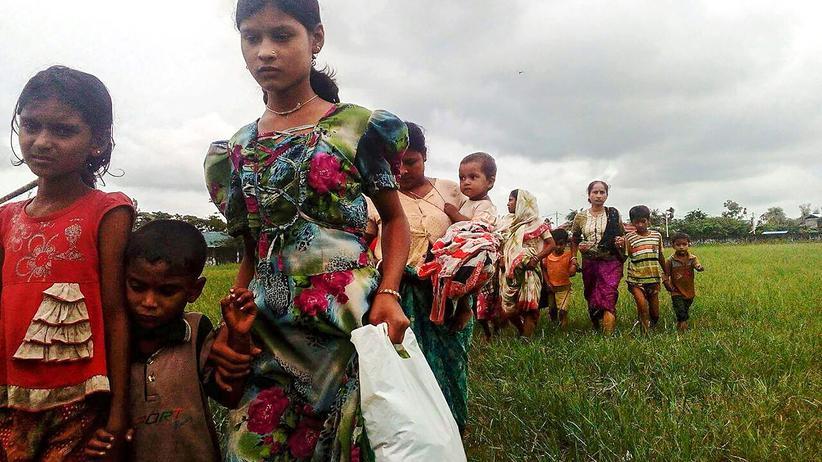 Myanmar: Frauen und Kinder auf der Flucht vor der Gewalt in Rakhine, Myanmar