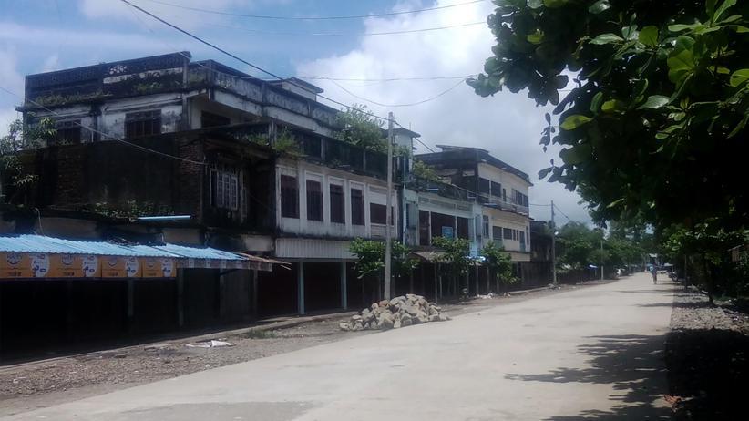 Rohingya: Die Straßen in dem Township Maungdaw sind verlassen. Die Behörden von Myanmar haben die Bewohner nach den Angriffen angewiesen, in ihren Wohnungen zu bleiben.