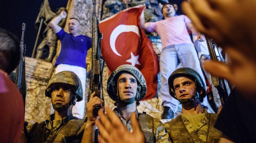 Türkei: Prozess gegen Hunderte mutmaßliche Putschisten gestartet