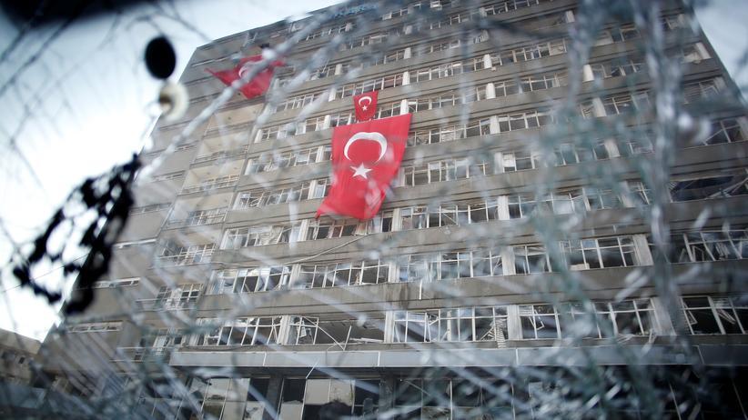 Militärputsch in der Türkei: Türkische Regierung vermutet Putschistenführer in Deutschland