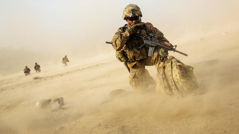 Donald Trump: US-Soldat beim Ausstieg aus einem Hubschrauber in der Nangarhar-Provinz in Afghanistan