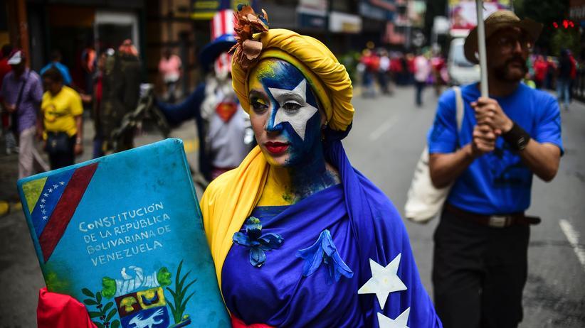 Venezuela: Maduro-Unterstützerin auf einer Demonstration in Caracas