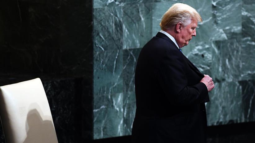 Donald Trump bei den UN: US-Präsident Donald Trump geht ans Rednerpult bei der UN-Generalversammlung.