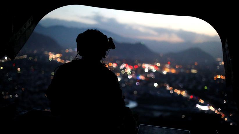 Taliban greifen Flugzeug von US-Minister an