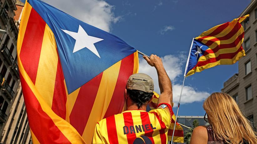 Katalonien: Katalanische Flaggen in Barcelona