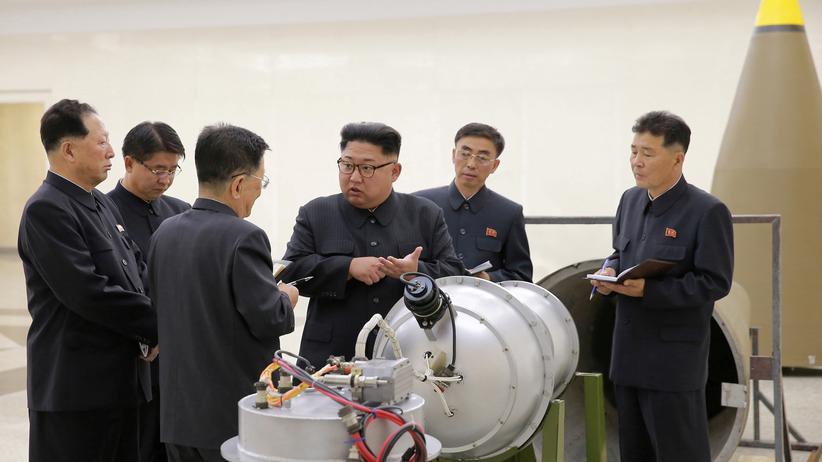 Atom-Konflikt: Kim Jong Un bei einer Beratung mit Experten über das Waffenprogramm des Landes