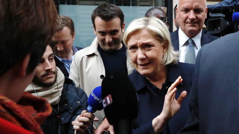Front National: Front-National-Chefin Marine Le Pen, hinter ihr steht Vize Florian Philippot.
