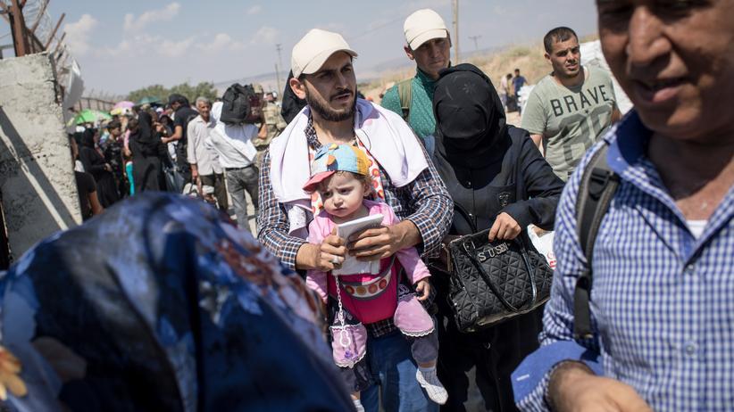Migrationspolitik: Syrische Flüchtlinge an der syrisch-türkischen Grenze