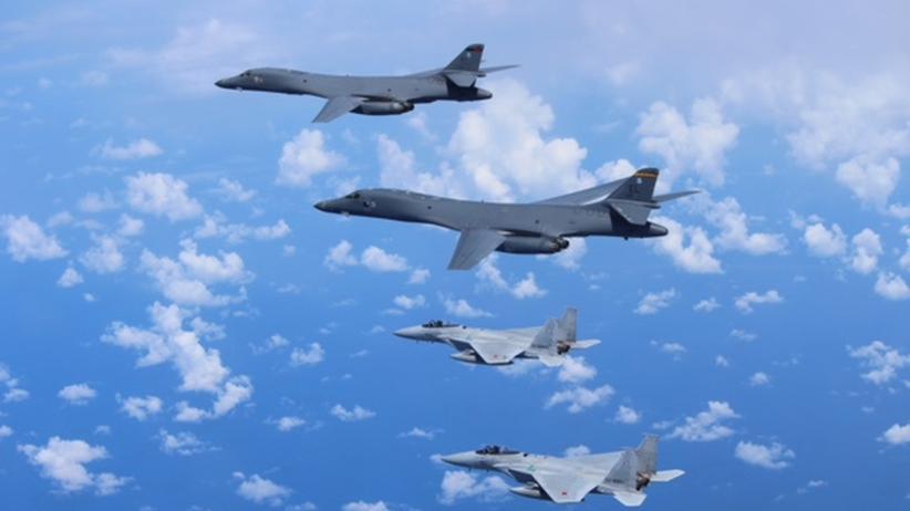 Nordkorea: Amerikanische B-1B-Bomber über dem Ostchinesischen Meer