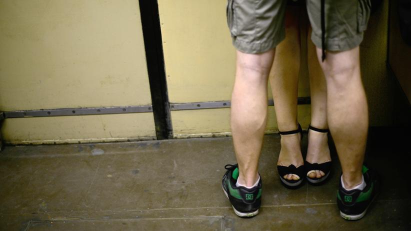 Russland: Ein Paar in einer Moskauer U-Bahn