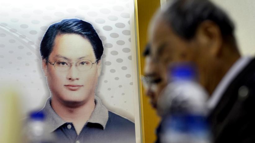 Taiwan: Ein Portät von Lee Ming Cheh steht auf einer Pressekonferenz in Taipeh im April 2017.