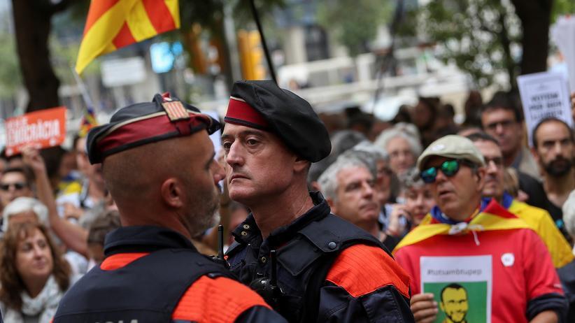 Unabhängigkeitsreferendum: Katalanischer Polizeichef ordnet Räumung der Wahllokale an