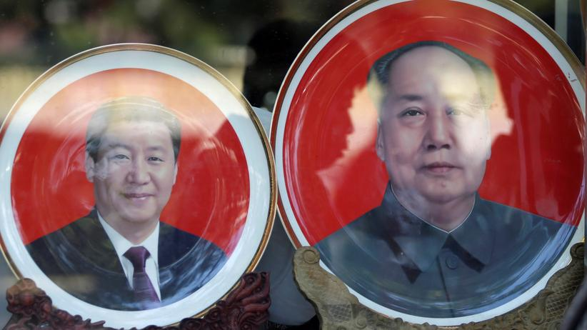 19. Parteikongress: Staatsgründer Mao Zedong (rechts) und Präsident Xi Jinping als Souvenir