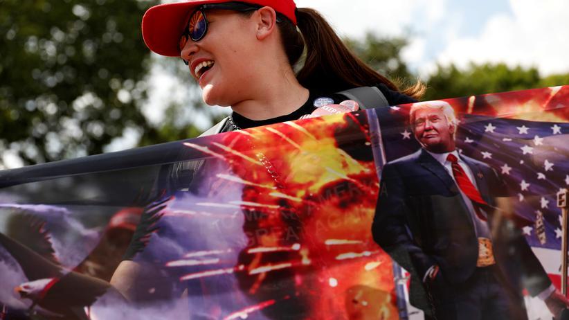 Kurt Andersen: Trump-Anhängerin während einer Kundgebung in Washington