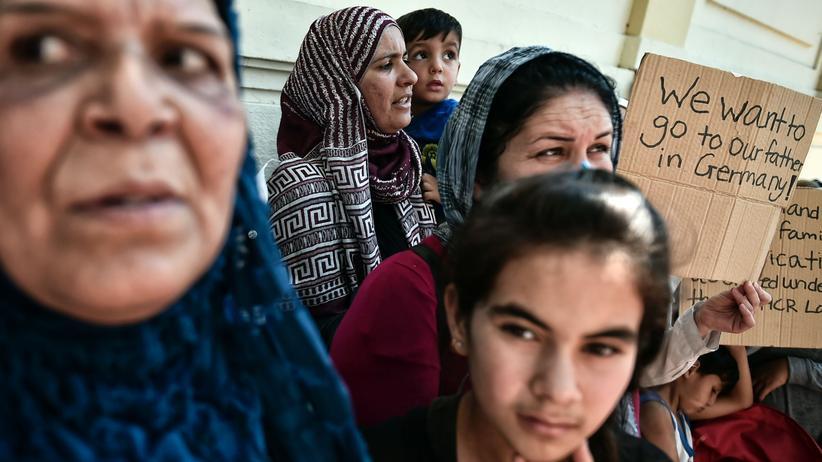 Flüchtlinge: Syrische Flüchtlinge, die in Athen festsitzen, fordern, zu ihren Angehörigen in Deutschland weiterreisen zu dürfen.