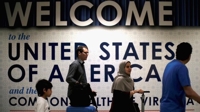 Einreiseverfahren: Menschen bei der Einreise in die USA