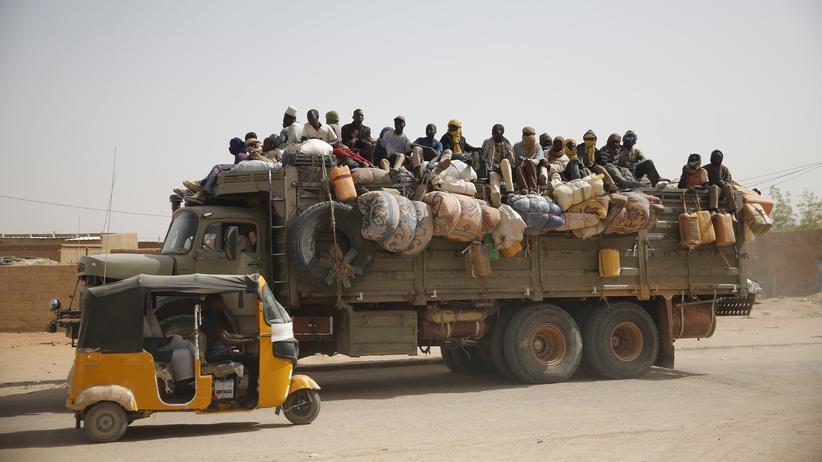 Emmanuel Macron: Migranten aus verschiedenen afrikanischen Ländern müssen wie hier den Sahara-Staat Niger durchqueren, um zum Mittelmeer zu kommen.