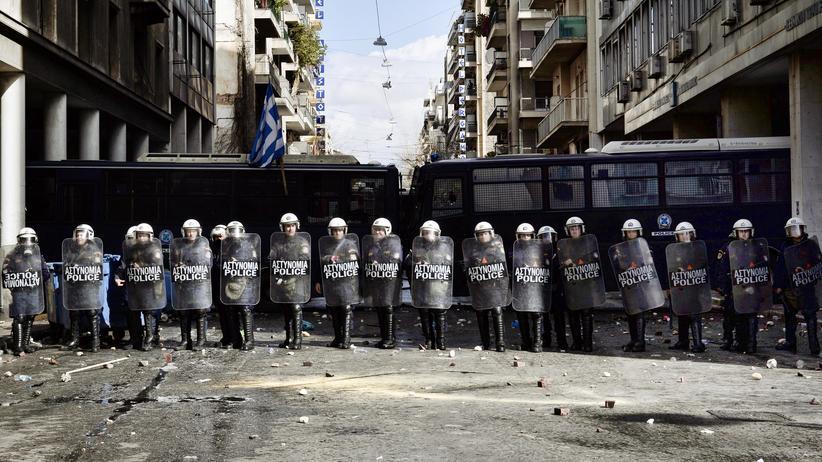 In Griechenland müssen Polizeianwärter bisher mindestens 1,70 Meter groß sein.
