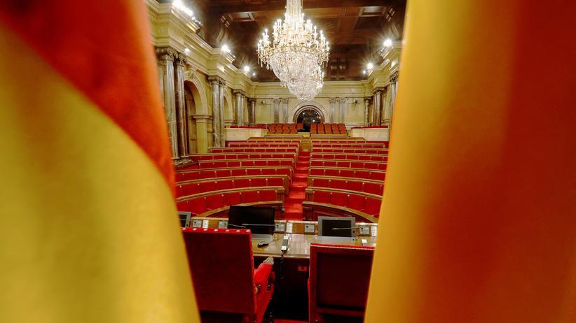 Katalonien: Blick in den Saal des katalanischen Parlaments in Barcelona