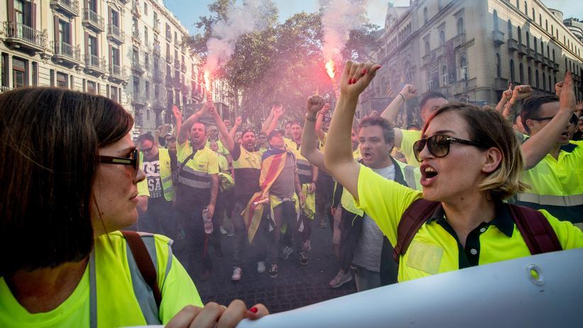 Spanien: Demonstranten auf den Straßen von Barcelona