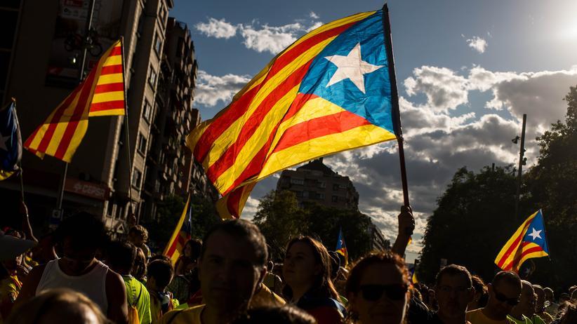 Katalonien: Katalanen demonstrieren in Barcelona für die Unabhängigkeit ihrer Region.