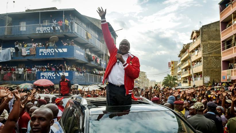 Uhuru Kenyatta während einer Wahlkampfrede in Nairobi