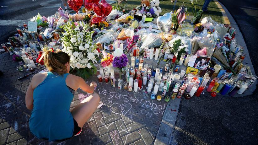 Las Vegas: Auf dem Las Vegas Boulevard wird der Opfer des Angriffs gedacht.