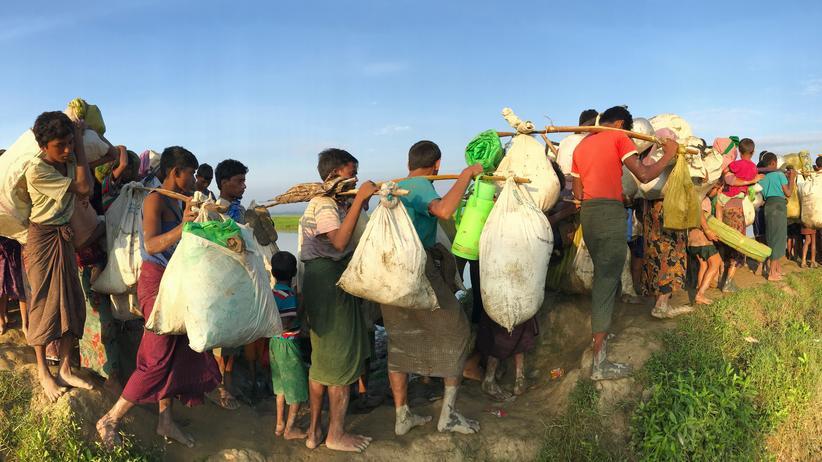 Myanmar: Rohingya-Flüchtlinge kommen in Bangladesch an.