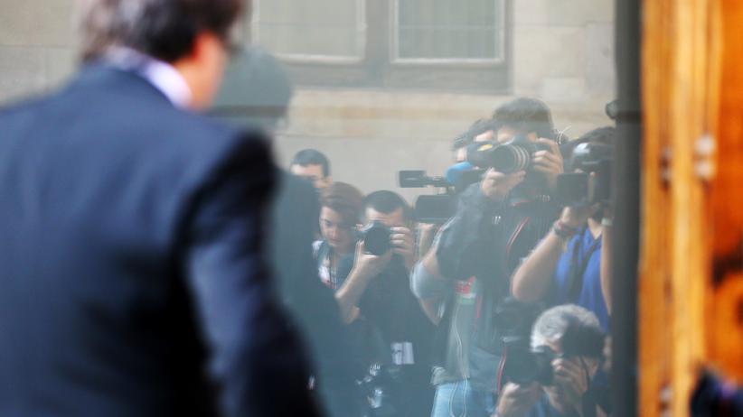 Presseschau zu Katalonien: Der katalanische Regionalpräsident Carles Puigdemont trifft am Sitz der Regionalregierung ein.