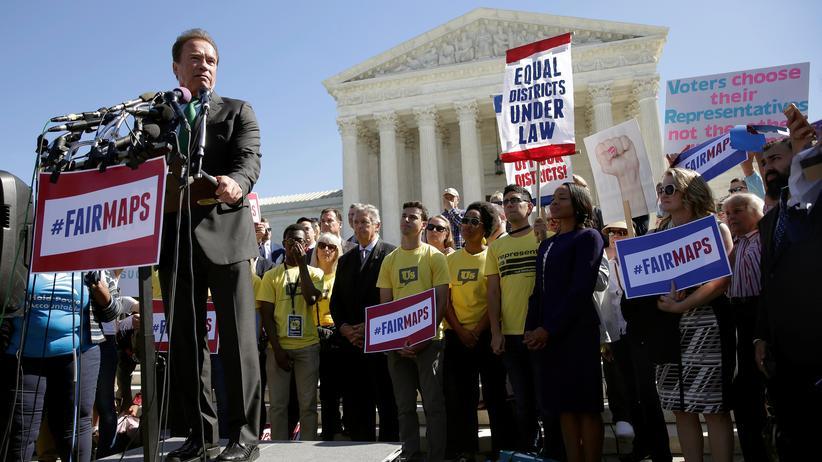 Arnold Schwarzenegger auf einer Demo gegen Gerrymandering