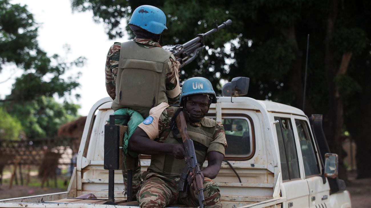 brand new 55605 3b693 Die Vereinten Nationen schicken 900 zusätzliche Soldaten in die  Zentralafrikanische Republik. Wie der UN-Sicherheitsrat in New York  beschloss, soll dadurch ...