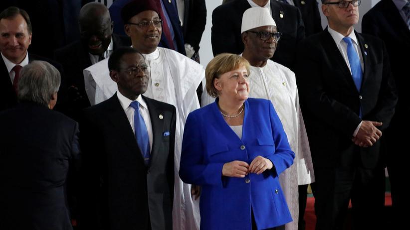 EU-Afrika-Gipfel: Bundeskanzlerin Angela Merkel mit Vertretern der afrikanischen Staaten.