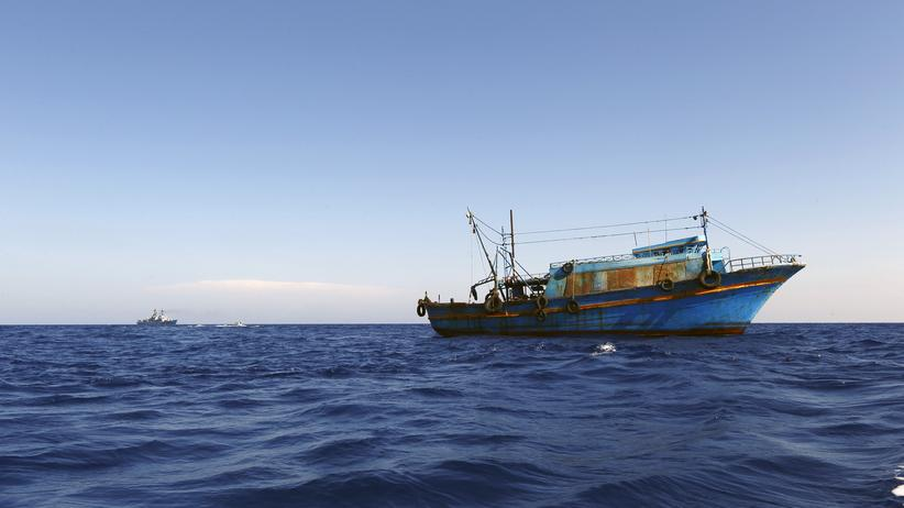 Libyen: Ein Flüchtlingsboot auf dem Mittelmeer