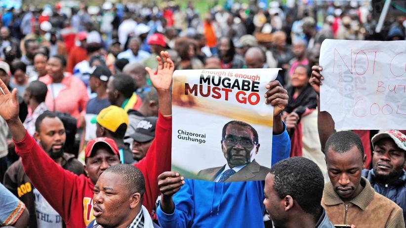 Simbabwe: Zehntausende Demonstranten fordern Mugabe-Rücktritt